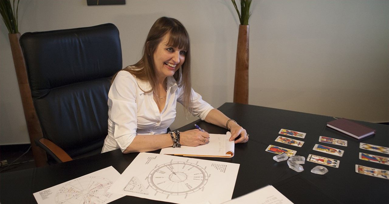 Discover who is Mary, your professional astrologer